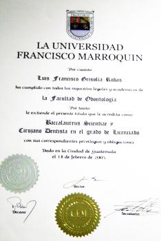 Titulo Universitario Dr. Luis Grisolia - Dentistas en Guatemala